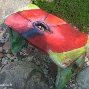 Tai – ne dekupažas. Ši kėdutė išpiešta mano dukros Indrės. Tai puikus pavyzdys, kaip nesudėtinga papuošti savo aplinką, pasitelkus išradingumą ir kūrybiškumą.